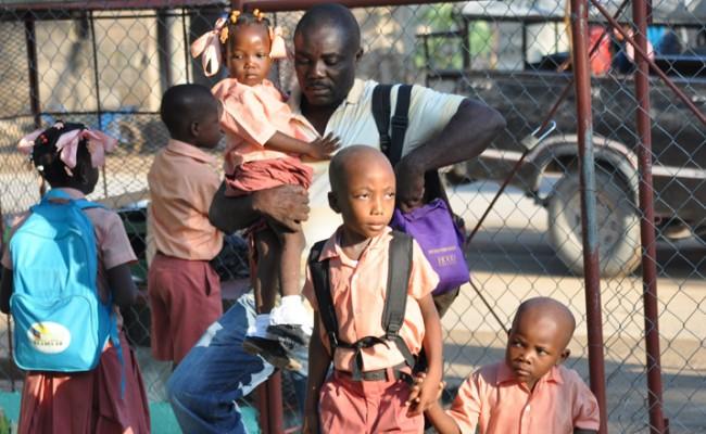 Estudiantes de la nueva escuela construida en Haití / Ayuda en Acción