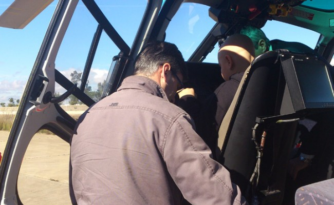 Miguel a los mandos del helicóptero / Pequeño Deseo