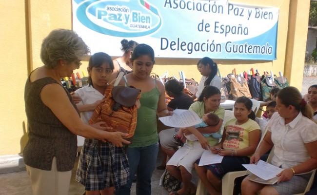 Entrega de materiales en Guatemala /Paz y Bien