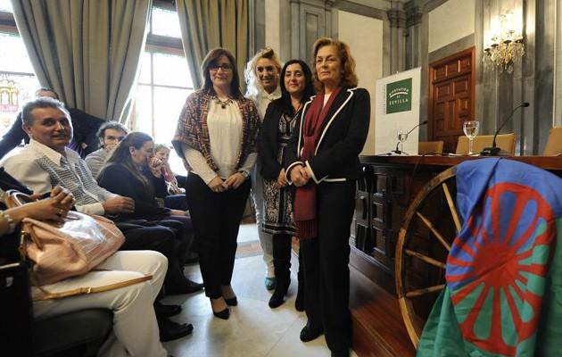 Dolores de Pablo-Blanco asiste al acto que la Asociación para el Progreso y Desarrollo del Pueblo Gitano (Aproideg) ha organizado con motivo del Día Internacional del pueblo gitano