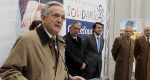 El presidente de la Fundación Solidaridad Carrefour, Rafael Arias Salgado, en presencia del presidente de la Federación Española de Bancos de Alimentos (FESBAL), José Antonio Busto