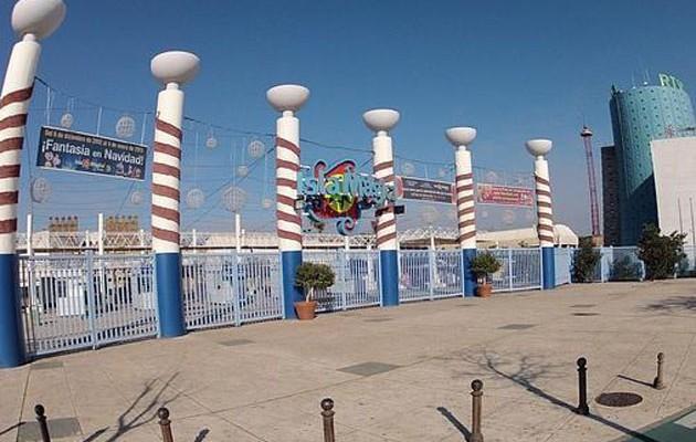 Entrada al parque temático / José Galiana