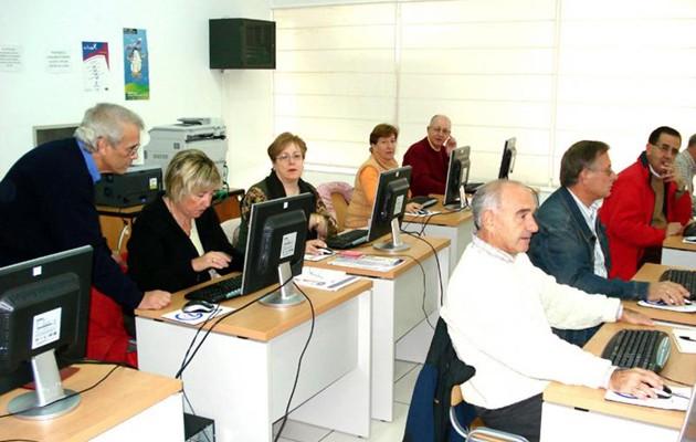 El 61,6 por ciento de los mayores sevillanos afirman usar la e-administración