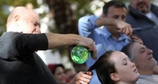 El colectivo ya protagonizó un corte de pelo colectivo reivindicativo en Sevilla