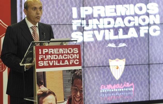 José María del Nido subrayó el buen trabajo de las organizaciones premiadas /Jesús Spínola