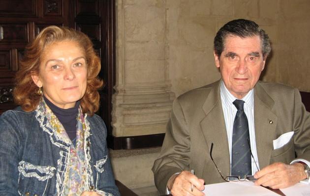 La delegada de Familia y Asuntos Sociales, Dolores De Pablo-Blanco, junto al delegado en Andalucía de la Fundación Hospitalaria de la Orden de Malta,Fernando de Parias Merry