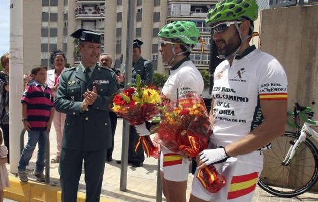 Los guardias civiles a su paso por Alicante
