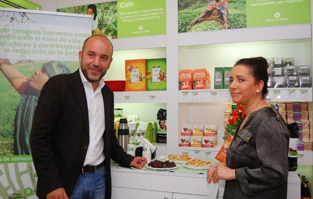 El Director Territorial de Intermón Oxfam, Valentín Vilanova, y la bailaora Eva Yerbabuena