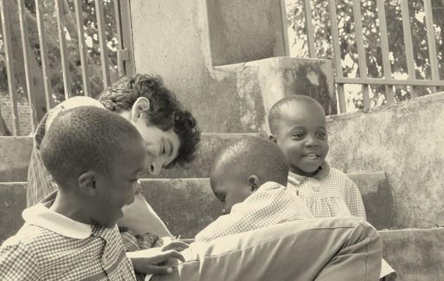 Pablo con los niños del orfanato