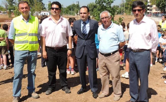 Plantación solidaria de los alumnos del Julio Coloma en el Parque Guadairaloma