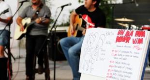 El grupo Helio toca en el Nervión Plaza / R. Sánchez