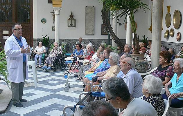 Los mayores de la residencia San Juan de Dios se gradúan tras un intenso año
