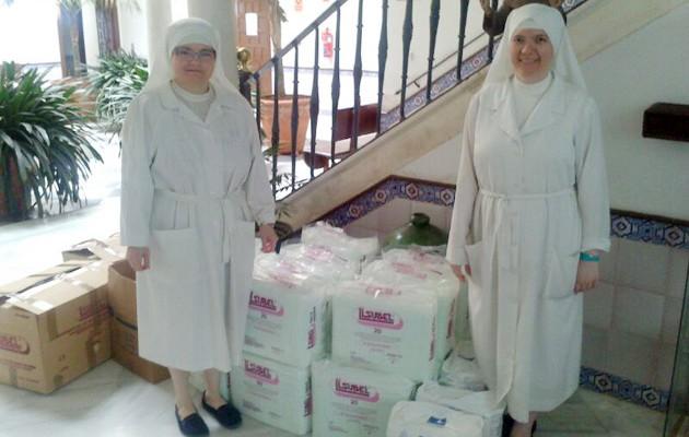 Las Hermanas del Pozo Santo reciben la donación / Hermandad del Sol