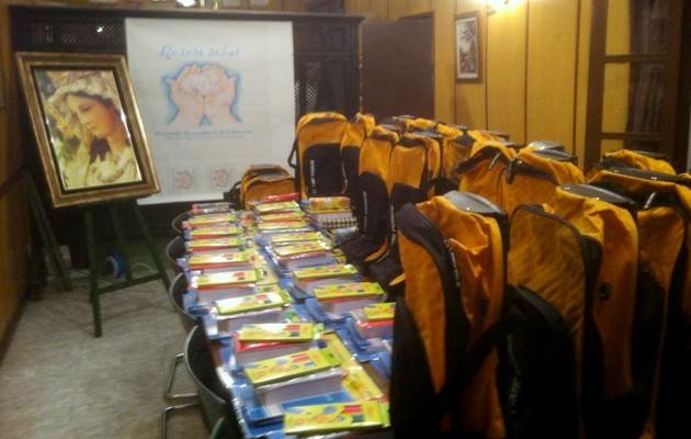 El material escolar entregado a Cáritas / Divina Pastora