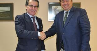 El director de la Fundación Gota de Leche, Manuel Sobrino, junto al consejero de Sovena España, Luis Folque