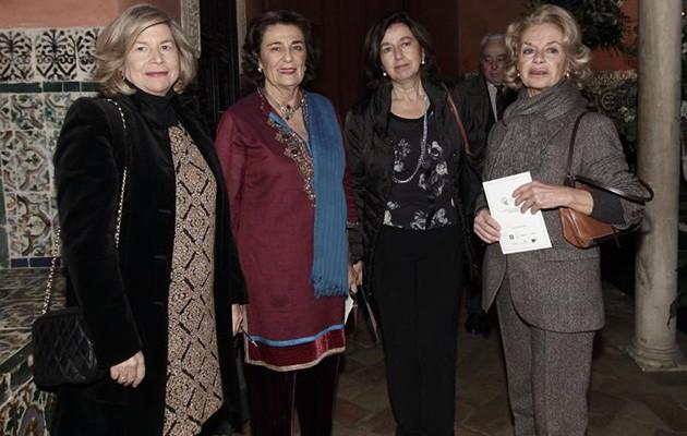 María Loring, de rojo, en un concierto a beneficio de la fundación junto a otras colaboradoras