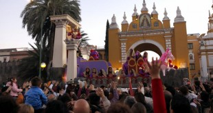 La Cabalgata del Ateneo a su paso por La Macarena / Gogo Lobato