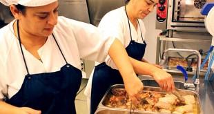 Dos voluntarias en el comedor social / Foto: Orden Hospitalaria San Juan de Dios