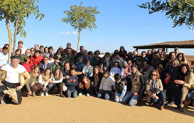La Fundación Padre Leonardo del Castillo, Costaleros para un Cristo Vivo, ha disfrutado de una jornada de campo en la finca de Manolo Vázquez