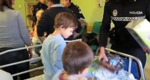 Policía Local de Sevilla reparte juguetes