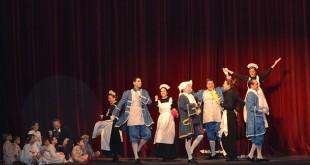 Padres y asociados del Club Palmera representaron el musical «El Príncipe feliz»