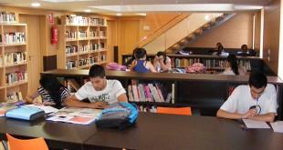 Interior de la biblioteca de Gines