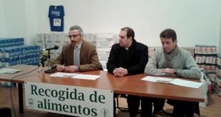 Entrega de los alimentos no perecederos recogidos en la III San Silvestre Solidaria / Hermandad de la Vera Cruz