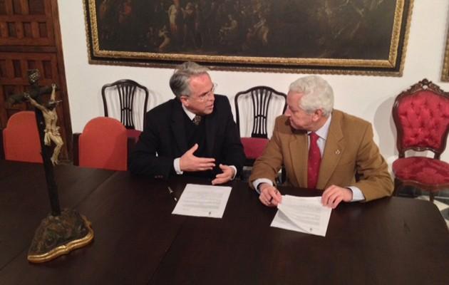 Firma de acuerdo entre la Los Estudiantes y la Hermandad de la Santa Caridad