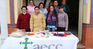 Voluntarios de la AECC de Dos Hermanas durante la jornada de puertas abiertas / L.M.