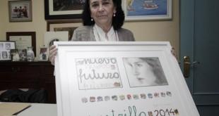 Mari Pepa de la Serna, presidenta de Nuevo Futuro en Sevilla, con el cartel de este año, de Reyes de la Lastra / Juan Flores