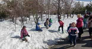 Un total de 33 niños disfrutaron de la nieve en Sierra Nevada / Jorge Morillo
