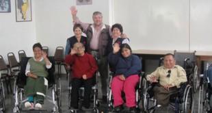 El Padre Jota con personas con discapacidad de la Parroquia de la Sagrada Familia