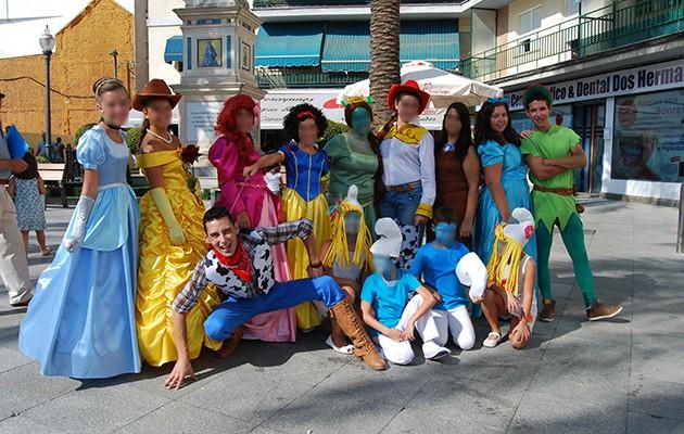 Grupo «Sonríe Animaciones» que participa en el espectáculo de este viernes / L.M.