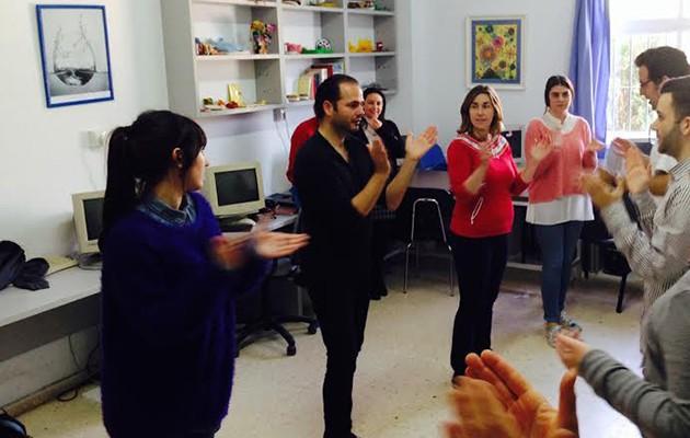 José Galán bailó con los miembros del centro en su visita / Dace