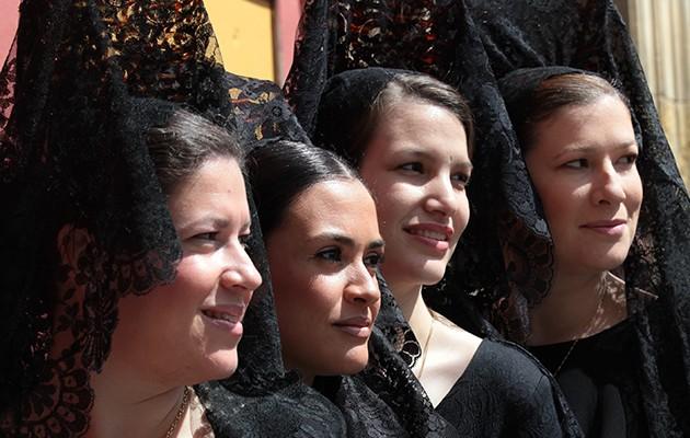 Jóvenes de mantilla / Foto: José Galiana