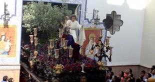 El paso de la Oración en el Huerto a su salida de la capilla de los Salesianos / A. Calderon