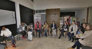 Reunión de RedMadre en que se forma y apoya a jóvenes madres / Vanessa Gómez