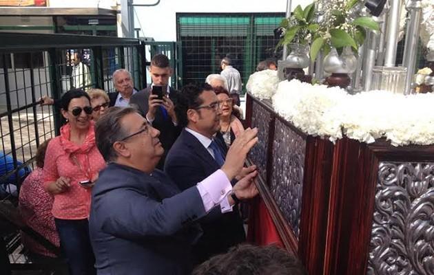Juan Ignacio Zoido junto al paso de palio / Niños con Amor