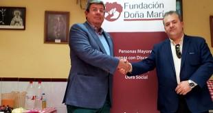 José Antonio Vázquez, presidente de Fundomar, y Alfonso Lozano Pastrana, Hermano Mayor de la Hermandad del Dulce Nombre de Bellavista, que dirige el Comedor Social de Bellavista.