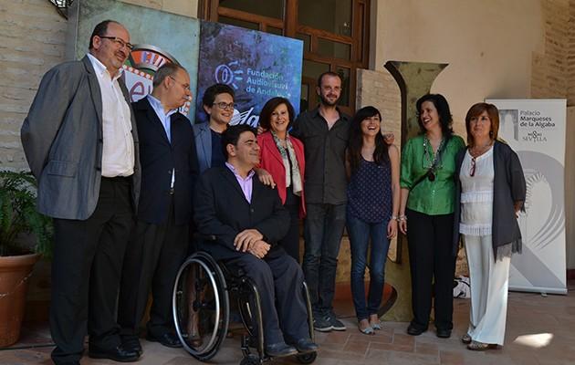 La consejera de Salud, María José Sánchez Rubio, junto al director sevillano Fernando Franco, y otros asistentes a la inauguración del I Festival de Cortos y Salud Mental de Sevilla / ABC