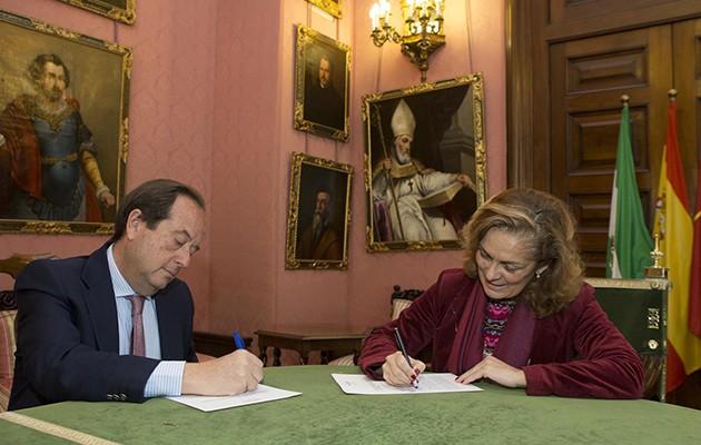 Momento de la firma / Ayuntamiento de Sevilla