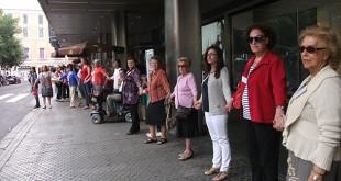 Los sevillanos se unen al cordón humano para visualizar la esclerosis múltiple / Asociación Sevillana de EM