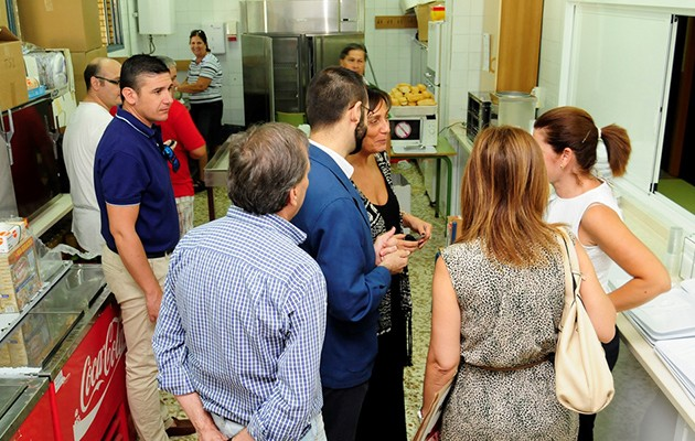 Diferentes personalidad acudieron a la presentación del comedor / Foto: Hermandad de la Borriquita
