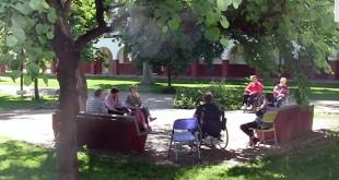 Un grupo de la Asociación Dace asiste a una clase de rehabilitación