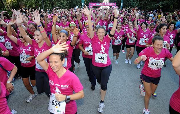 Corredoras en la Carrera de la Mujer de 2013 en Sevilla