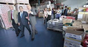 El alcalde de Sevilla Juan Ignacio Zoido visita junto al presidente del Banco de Alimentos Juan pedro Alvarez, las nuevas instalaciones / José Galiana