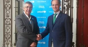 De izquierda a derecha, Ricardo García Pérez, presidente de UNICEF Comité  de Andalucía, y Alberto Blanca, director del hotel Silken Al-Andalus, en el acto de renovación del acuerdo / Unicef