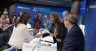 María del Pilar Gómez Garre recibe la ayuda en la Torre de Cristal de Madrid / Foto: Fundación Mutua Madrileña