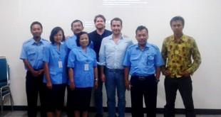 Graciano Carpes y Darío Mauriño, en el centro, en la primera reunión en Surakarta / Foto: Emasesa