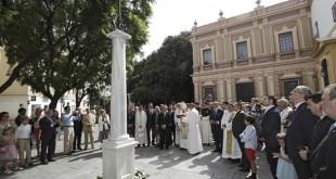 Bendición de la cruz de la Plaza del Museo en el término del Año Jubilar de la hermandad / Juan Flores
